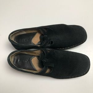 Born Women's Size 10 Black Leather Upper Loafers